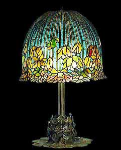 Lotus Tiffany Lamp: Irregular upper and lower Borders