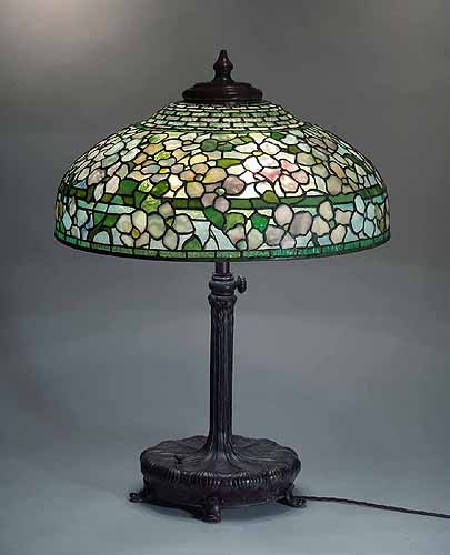 22 dogwood leaded glass and bronze tiffany lamp 1504. Black Bedroom Furniture Sets. Home Design Ideas